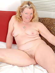 Nude Oldies - Quality Bed Picture Galleries - Nude Older Women ...