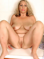 Rhianna Nude Images
